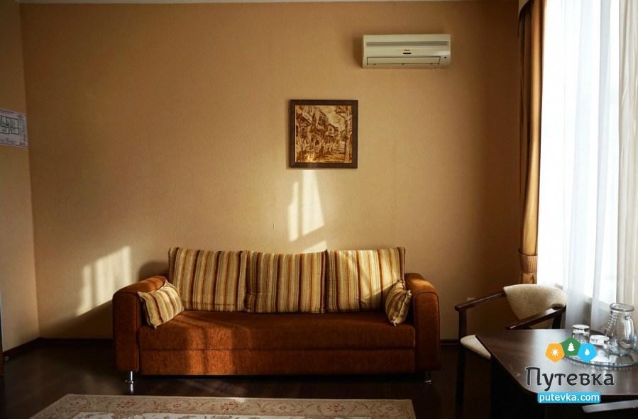 Фото номера Люкс 2-местный 2-комнатный (корп. №4 «Дача генерала Макарова», №5 «Лермонтовский»), 3