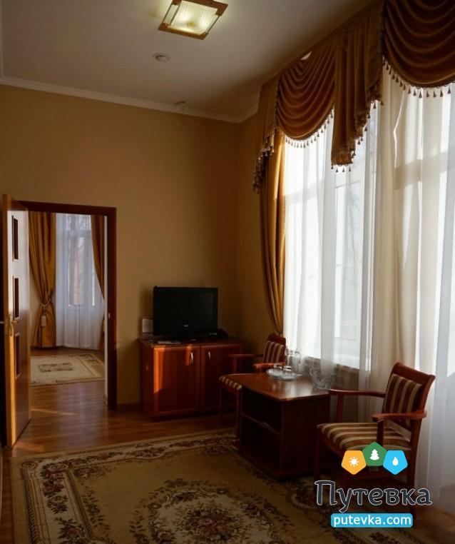 Фото номера Люкс 2-местный 2-комнатный (корп. №4 «Дача генерала Макарова», №5 «Лермонтовский»), 4