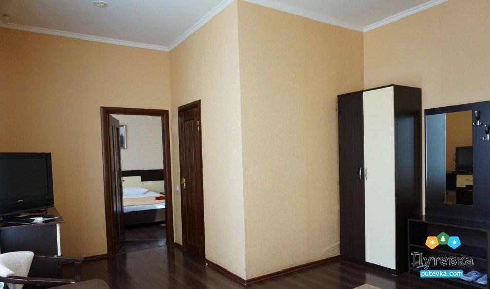Фото номера Люкс 2-местный 2-комнатный (корп. №4 «Дача генерала Макарова», №5 «Лермонтовский»), 5