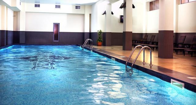 Отель Ани Плаза,бассейн