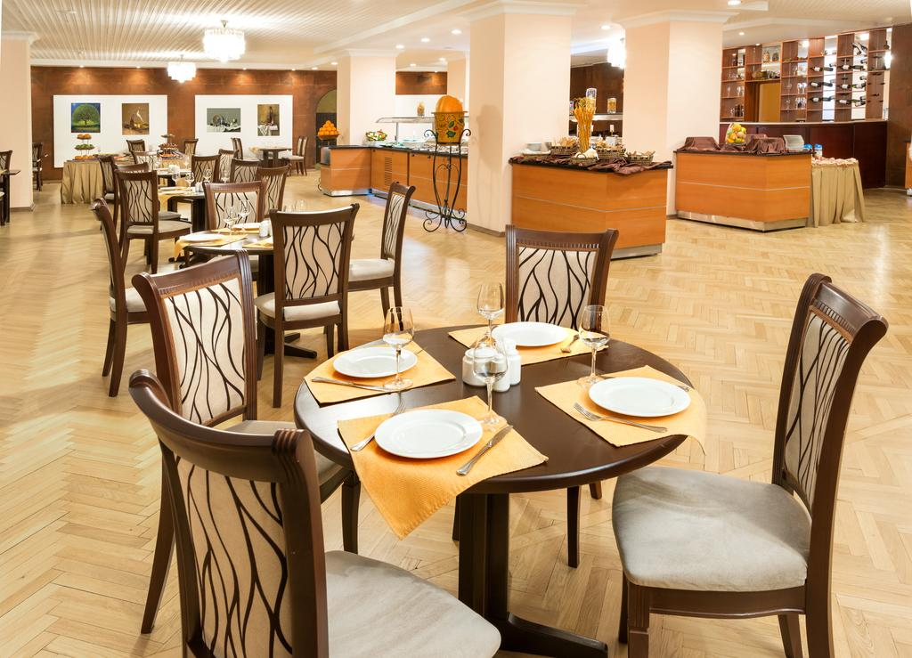 Отель Ани Плаза,ресторан