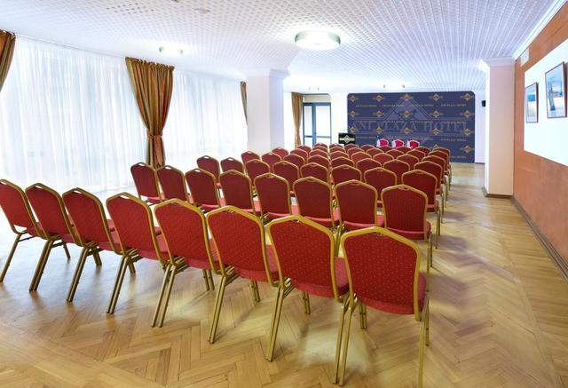 Отель Ани Плаза,конференц-зал