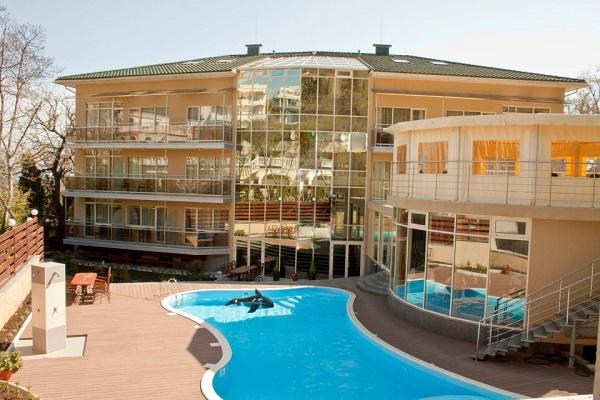 Отель Багатель,Панорама на корпус с бассейном