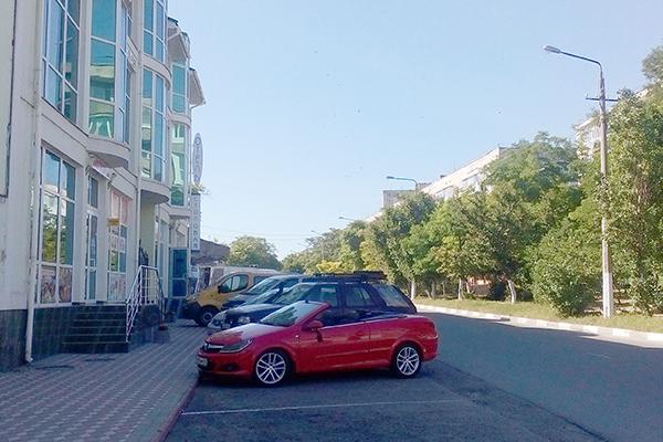 Отель На Эскадронной,Парковка