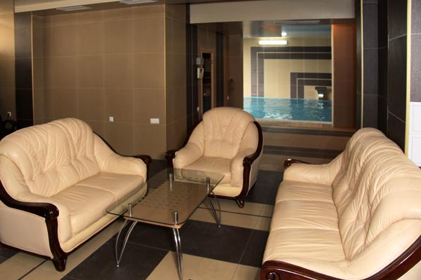 Гостиница Red Hotel (Рэд отель),Гостиная в сауне и бассейн