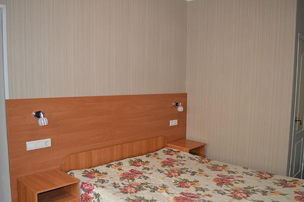 Семейный с 2-спальной кроватью