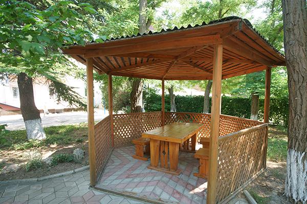 Туристско-оздоровительный комплекс Маяк ТОК (Феодосия),Беседки для отдыха на территории