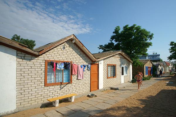 Туристско-оздоровительный комплекс Золотой Пляж (Береговое) ,Каменные домики