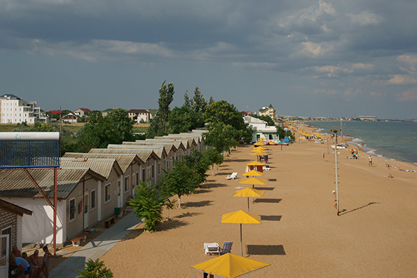 Туристско-оздоровительный комплекс Золотой Пляж (Береговое) ,Домики и пляж