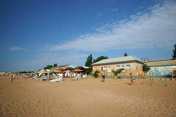 Домики и пляж