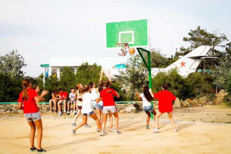 Детский лагерь отдыха Арт-Квест детский оздоровительный лагерь,Басскетбольная площадка