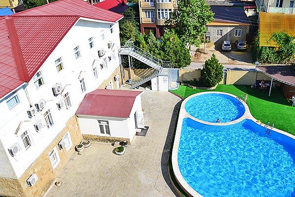 Курорт-отель Санмаринн,Вид на корпус и бассейн