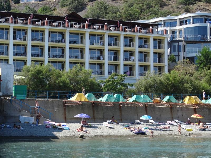 Гостиница Легенда ,Вид на пляж и на корпус с моря