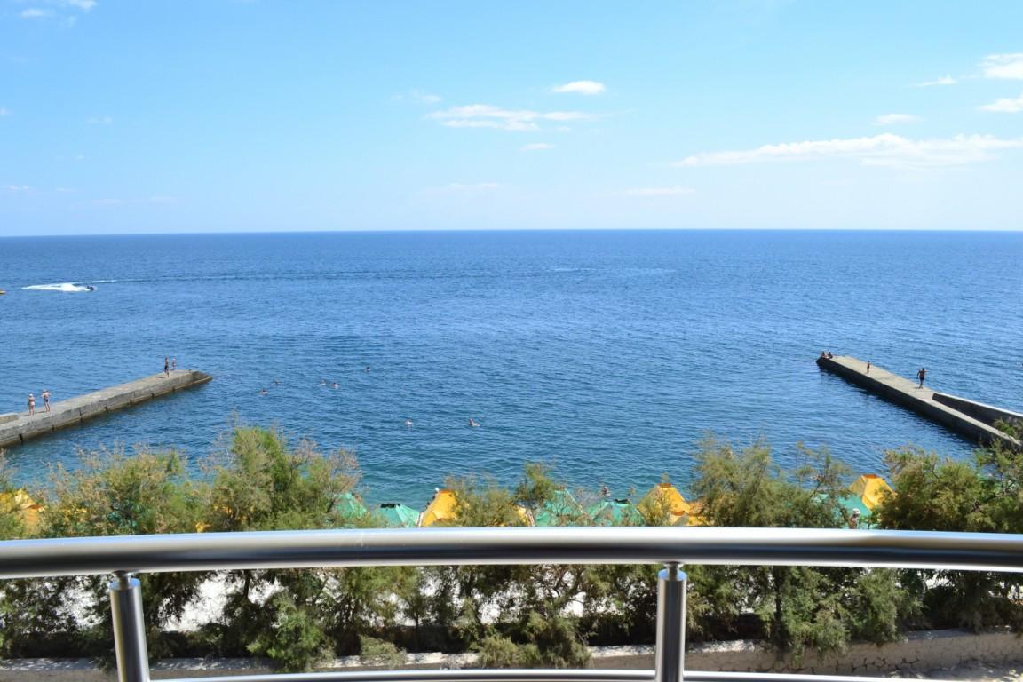 Балкон вид на море