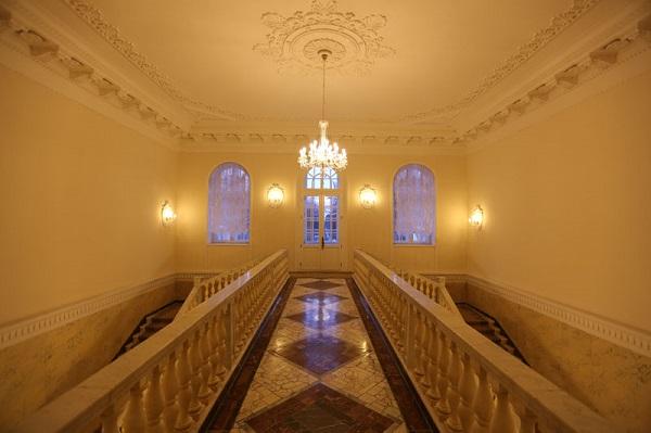 Холл в корпусе Усадьба