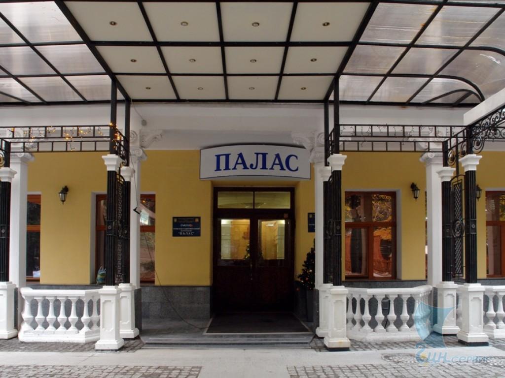 Гостиница Палас,Вход в гостиницу