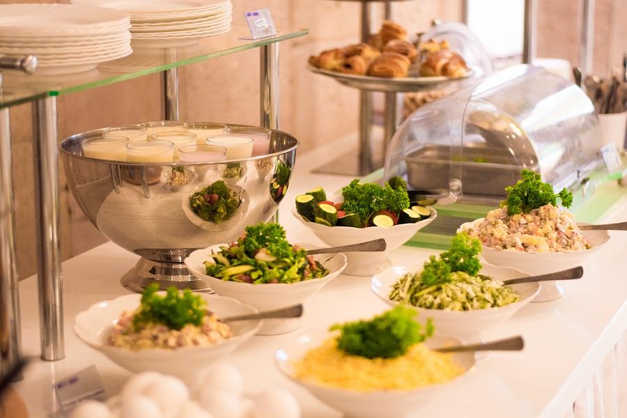 Гостиница Палас,Подача блюд на шведском столе