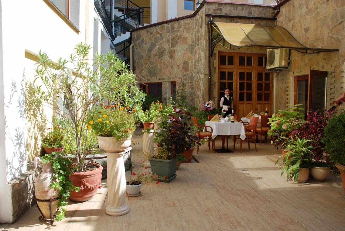 Гостиница Палас,Ресторан. Внутренний дворик