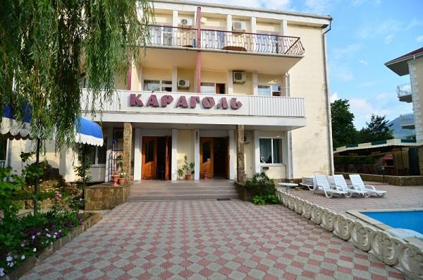 Гостиница Караголь,Вход