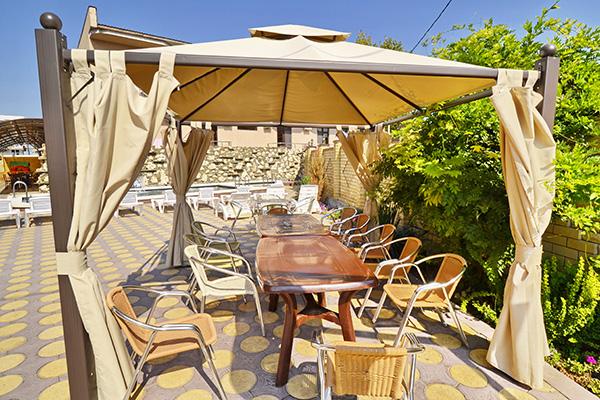 Отель Плаза,Летнее кафе