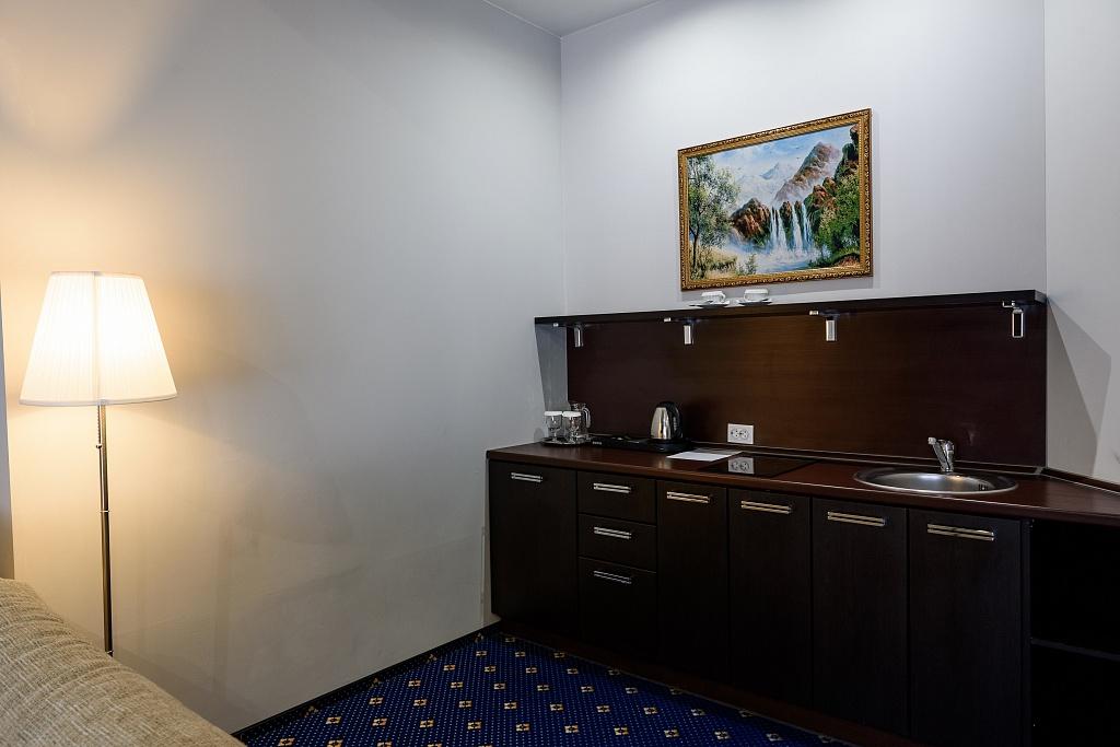 Люкс 2-местный 2 комнатный (корпус Югославский) (2)