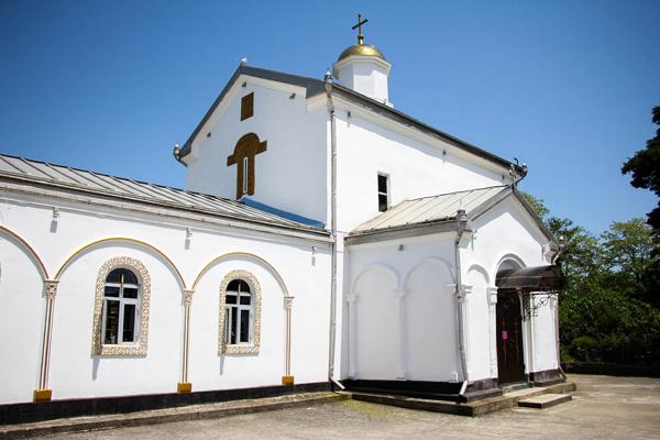 Илорский храм (в окрестностях)