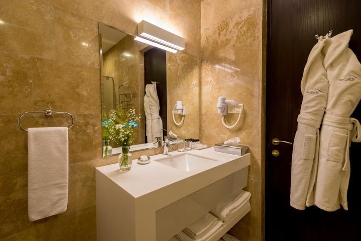 Отель Kecharis,