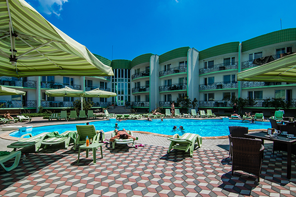 Гостиница Лиана,Территория