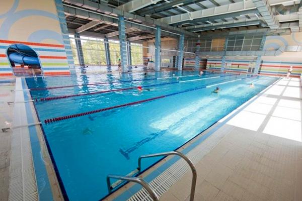 Плавательный бассейн в аква-центре 2