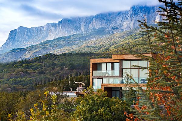 Санаторно-курортный комплекс Mriya resort,Вид на виллы и горы