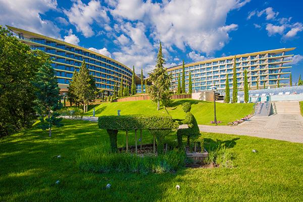 Санаторно-курортный комплекс Mriya resort,Территория и вид на корпус