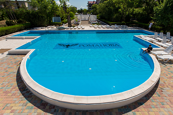 Парк-отель Романова,Открытый бассейн