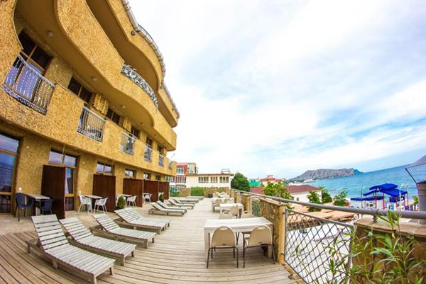 Гостиница Астарта,Внешний вид корпуса 1 и солярия