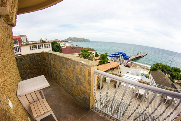 Вид на пляж с балкона