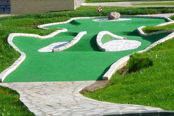 Площадка для мини-гольфа