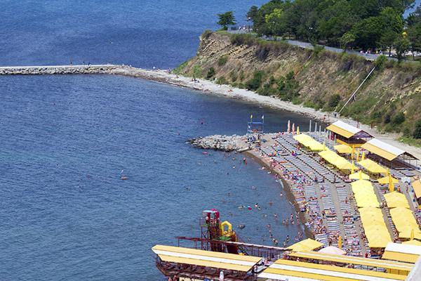 Санаторий Русь ,Городской пляж в 30 м от санатория