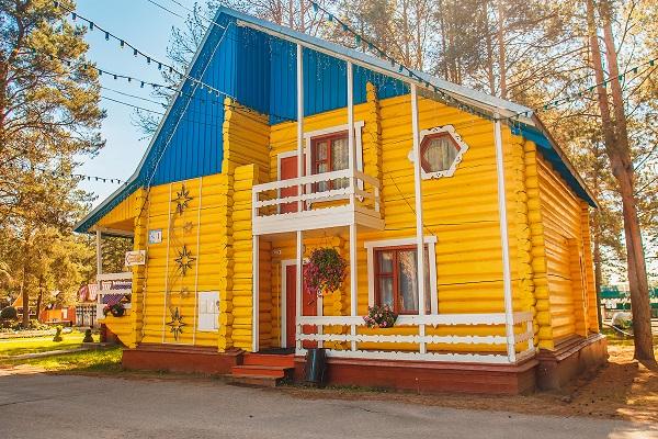Гостиница Вотчина ГК ,Коттедж №1 Желтый лето