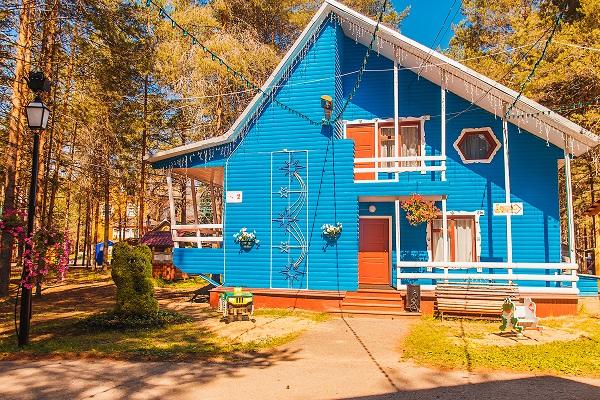 Гостиница Вотчина ГК ,Коттедж №2 Голубой лето