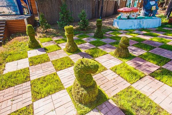 Гостиница Вотчина ГК ,Зеленые шахматы лето