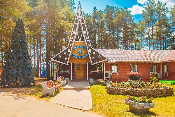 Гостиница Вотчина ГК ,Ресторан Снежинка лето