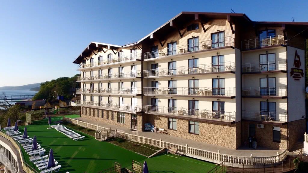 Отель Голден Хиллс (Golden Hills),Территория