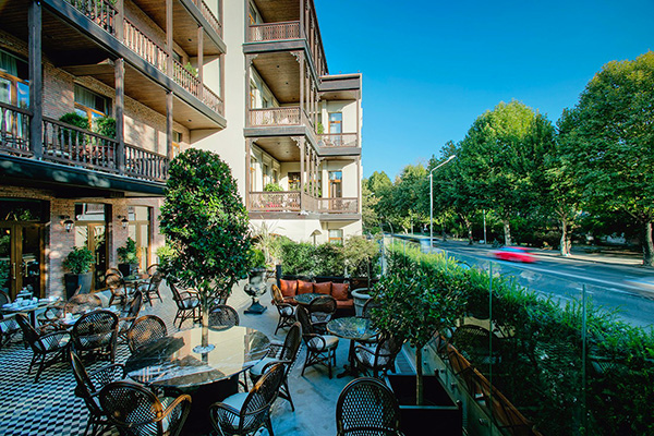 Отель Museum hotel,Фасад с террасой