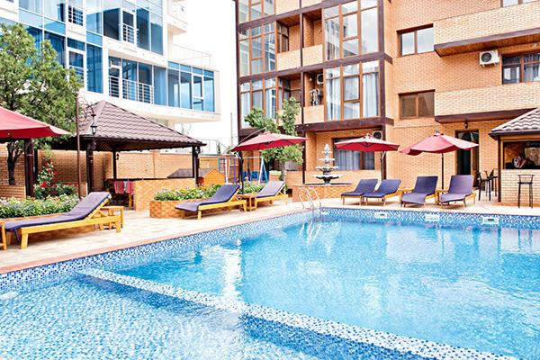 Отель Прохлада ИНН,Двор. Открытый бассейн