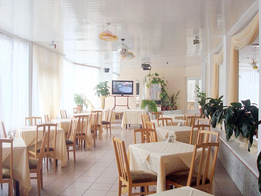 Пансионат Крымские зори,Кафе в корпусе