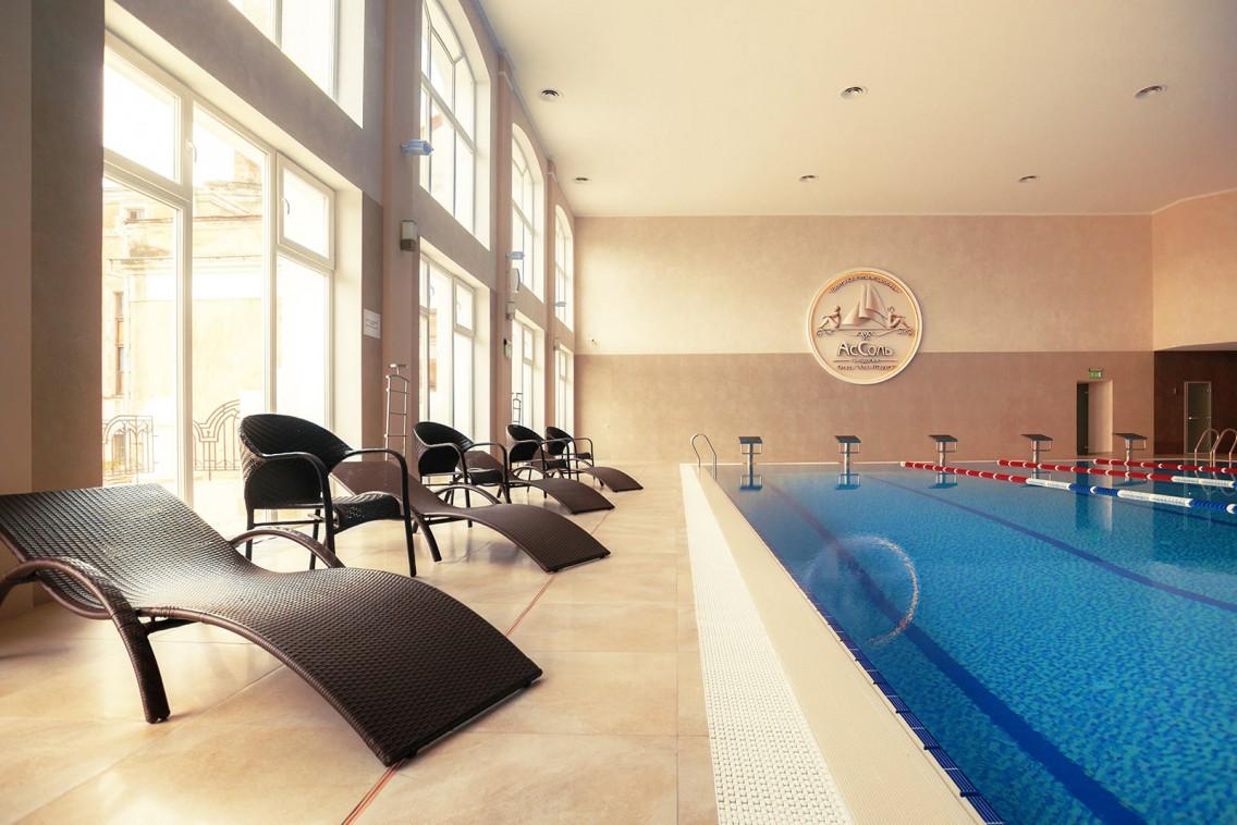 Отель Грей ИНН,Крытый бассейн в центре