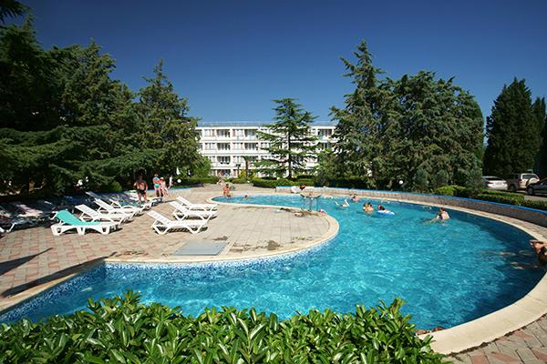 Туристско-оздоровительный комплекс Восход,Территория и открытый бассейн
