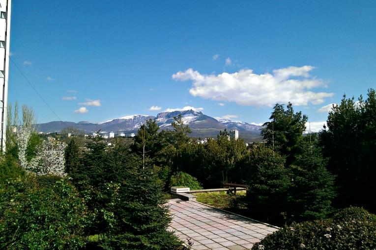 Санаторий Алуштинский,Вид на гору Демерджи