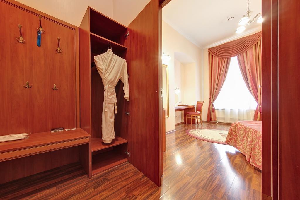 Гостиница Аврора,бизнес с большой кроватью