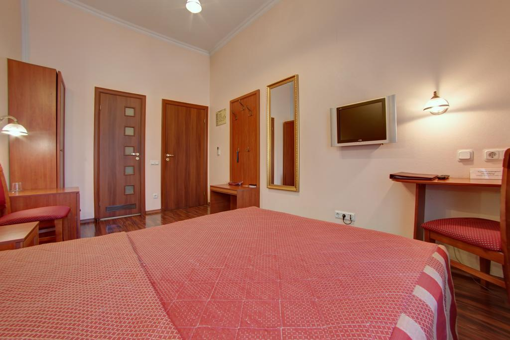 Гостиница Аврора,комфорт с большой кроватью