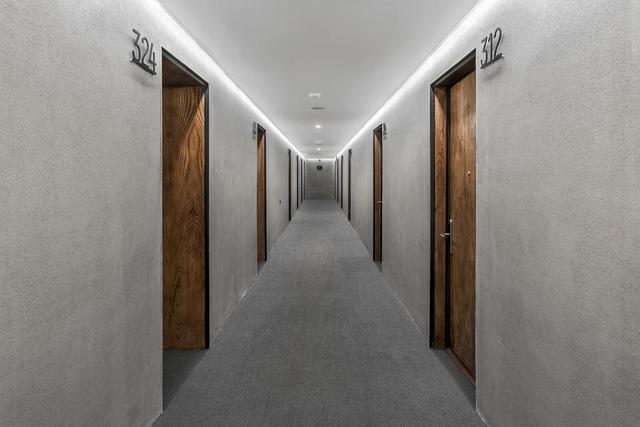 Отель IOTA HOTEL,коридор
